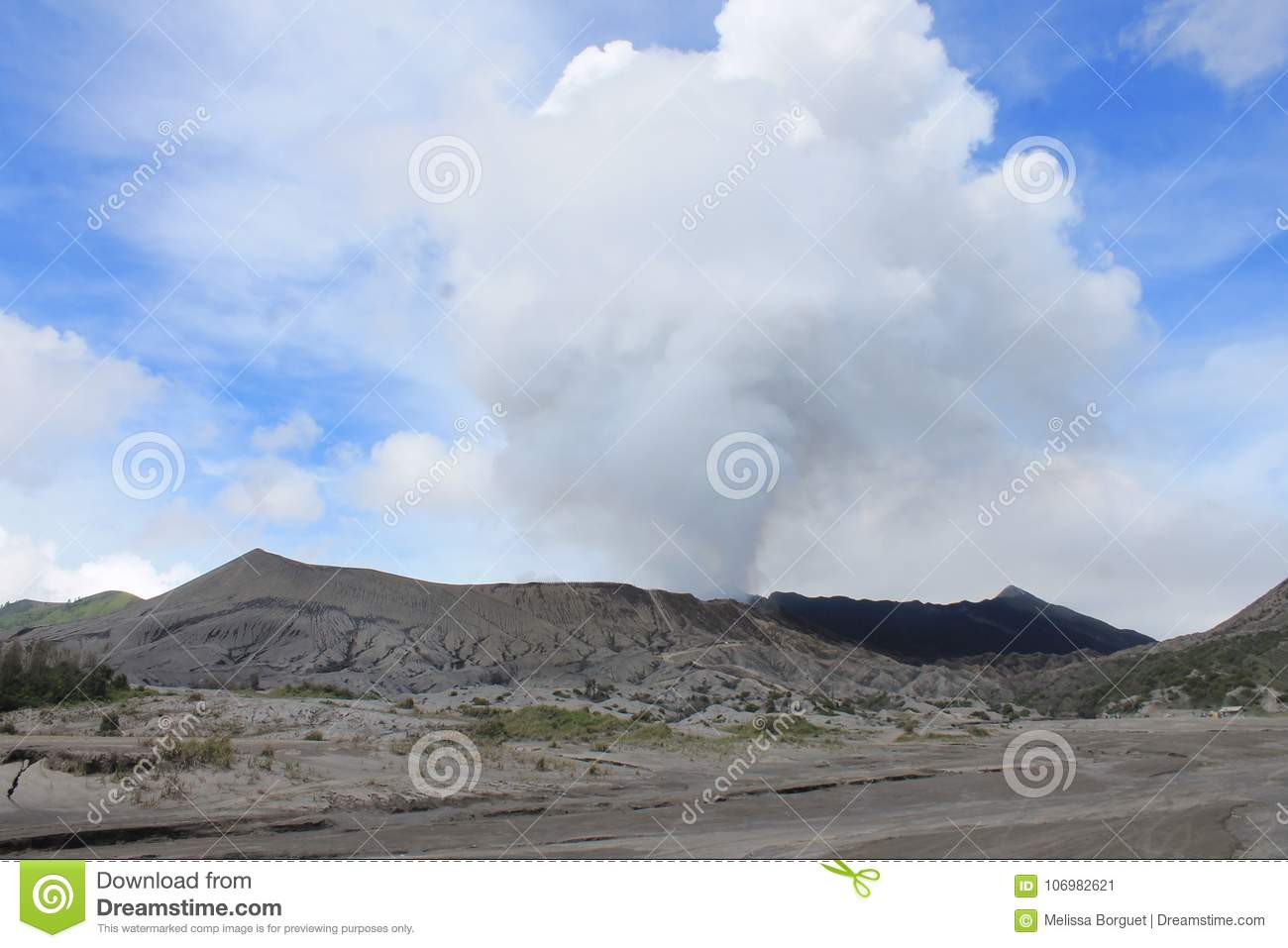 Volcano Mount Bromo Eruption, Java Indonesia orientale