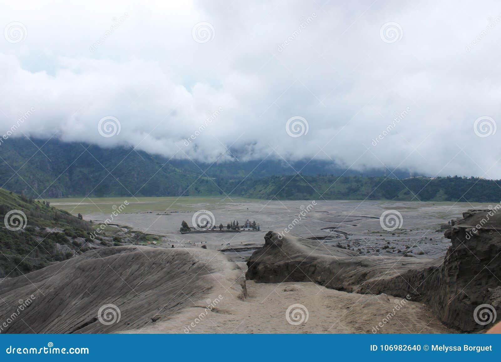 Volcano Mount Bromo Eruption, Java Indonesia orientale