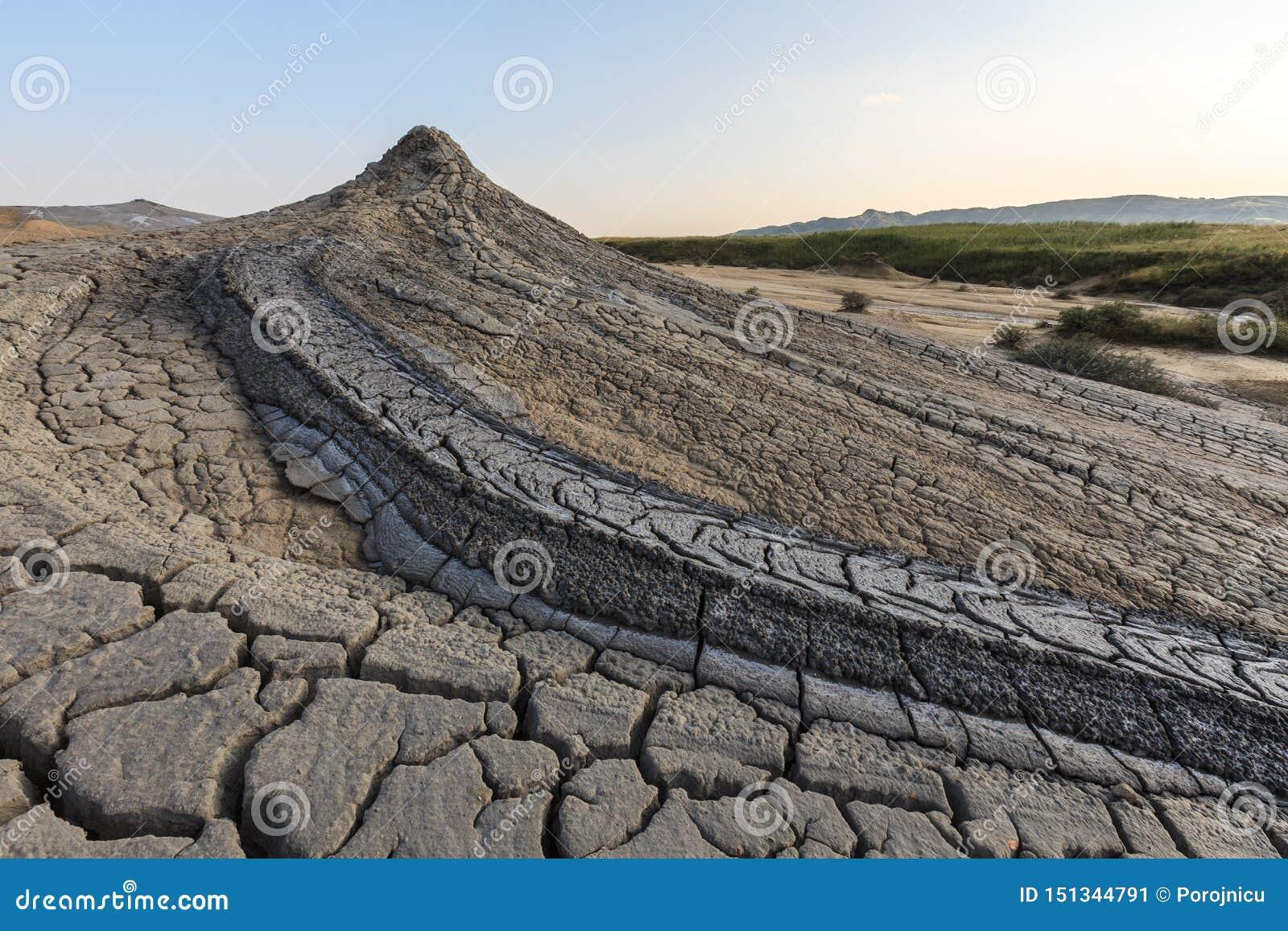Volcans de boue dans Buzau, Roumanie