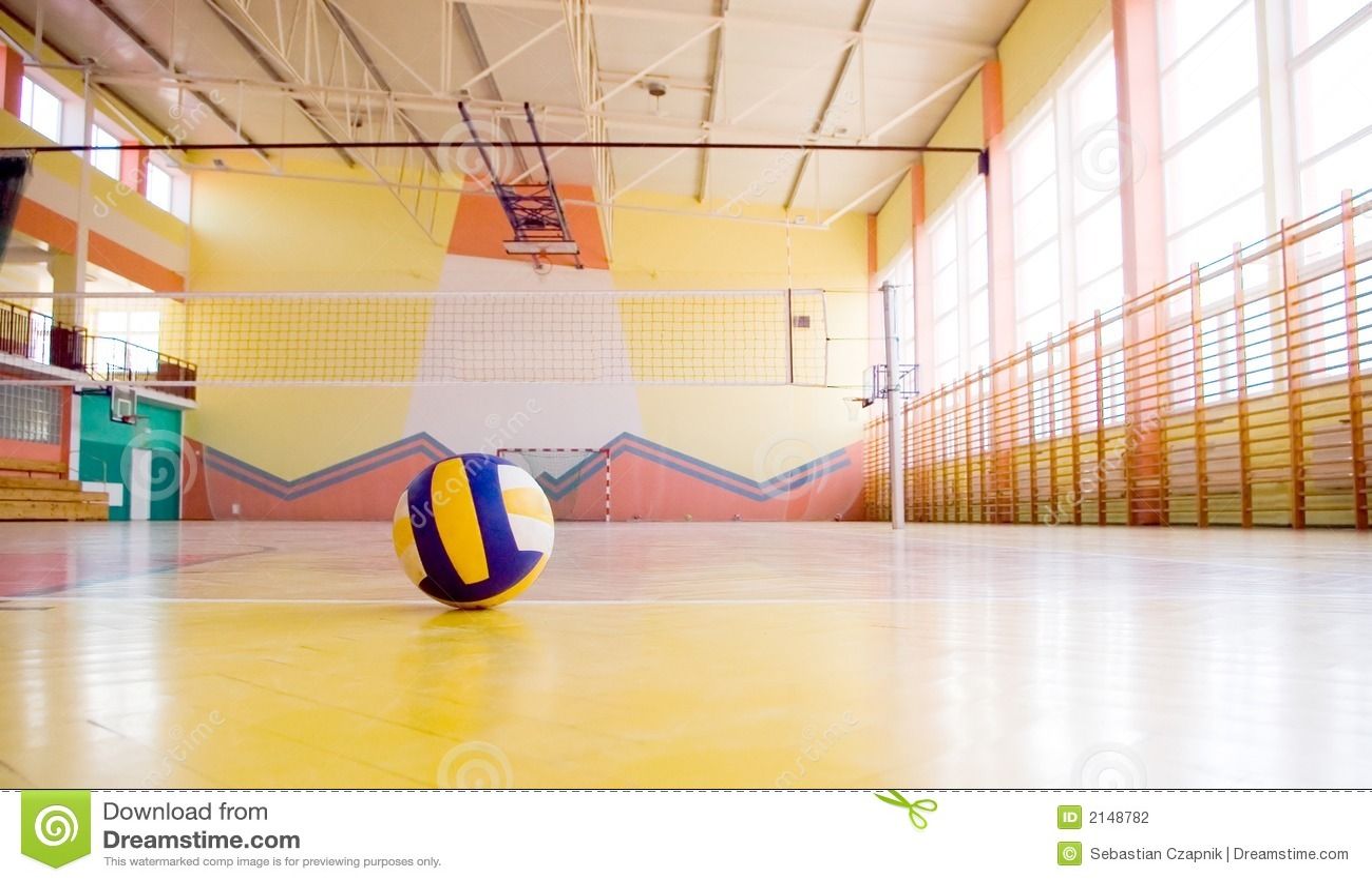 Voleibol em uma ginástica.