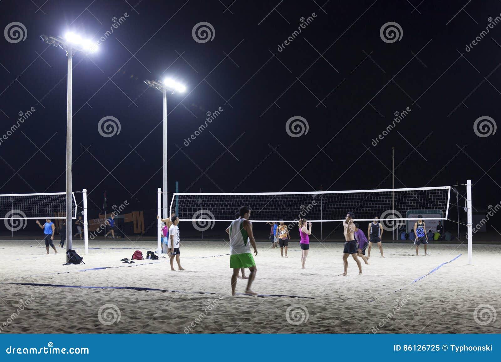 Voleibol en la playa de la cometa en Dubai
