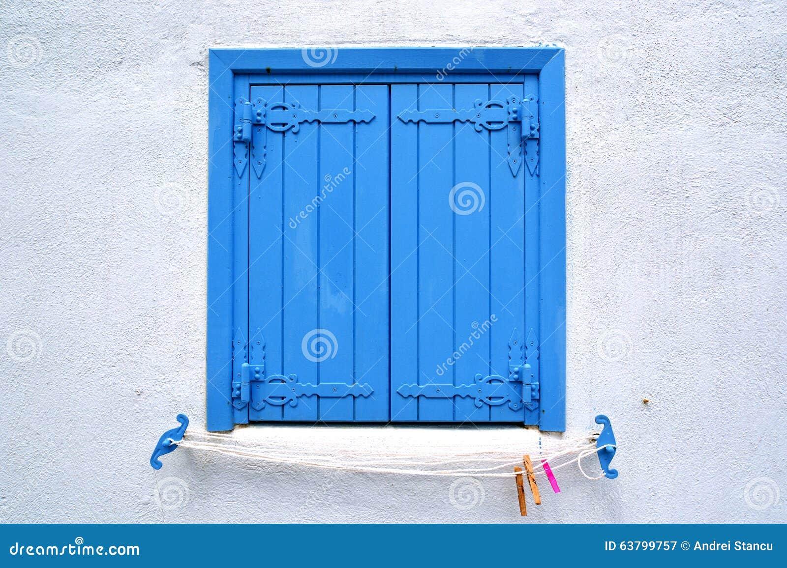 volet en bois bleu image stock image du antiquit clear 63799757. Black Bedroom Furniture Sets. Home Design Ideas