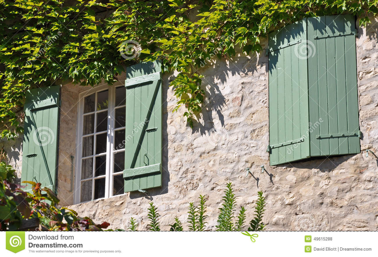 volets sur une maison fran aise de village photo stock image du historique provence 49615288. Black Bedroom Furniture Sets. Home Design Ideas