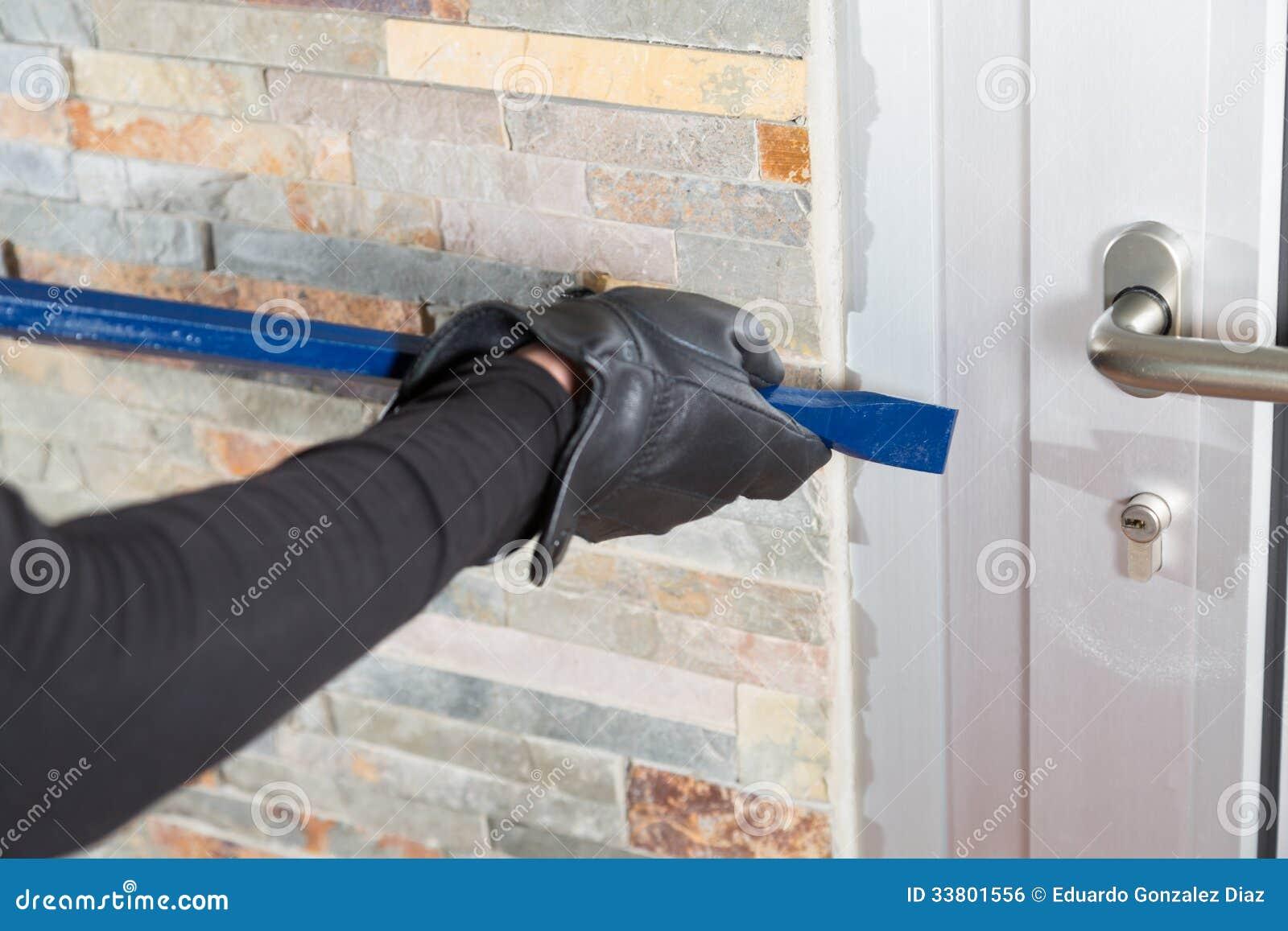 voleur avec une barre de fer image libre de droits image 33801556. Black Bedroom Furniture Sets. Home Design Ideas