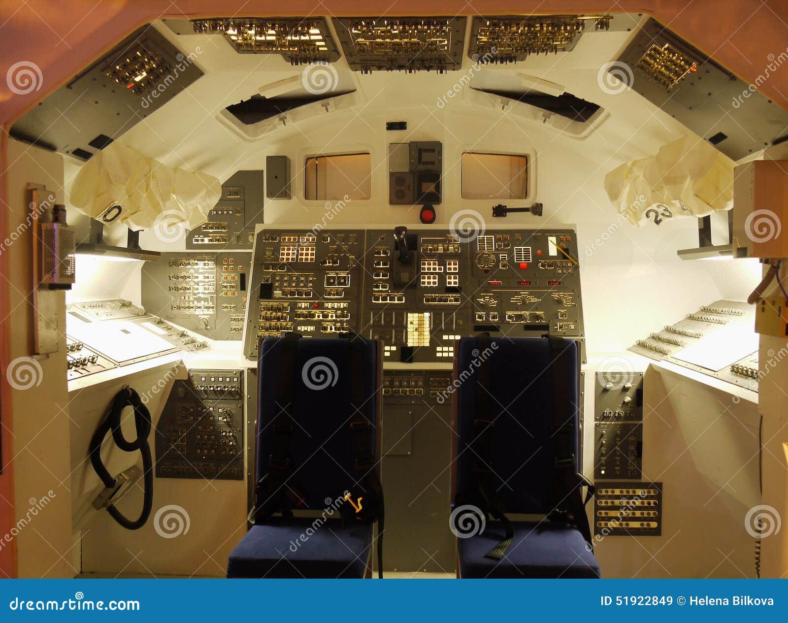 Voli spaziali navetta spaziale della cabina di pilotaggio for Planimetrie della cabina di log