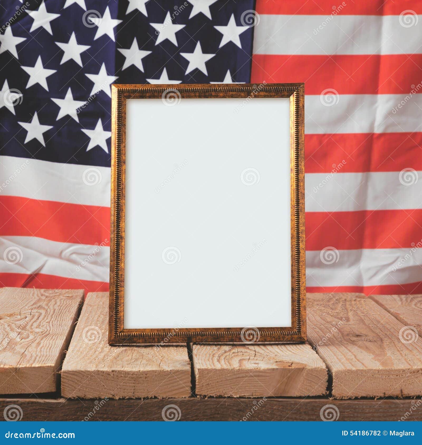 Volkstrauertaghintergrund Bilderrahmen über USA-Flagge Stockfoto ...