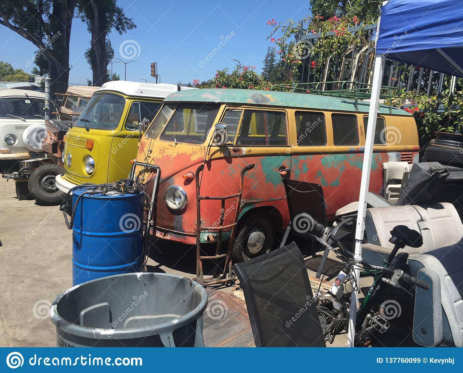 Vintage Vw Parts >> Volkswagen Bus Junk Yard Vintage Editorial Stock Image