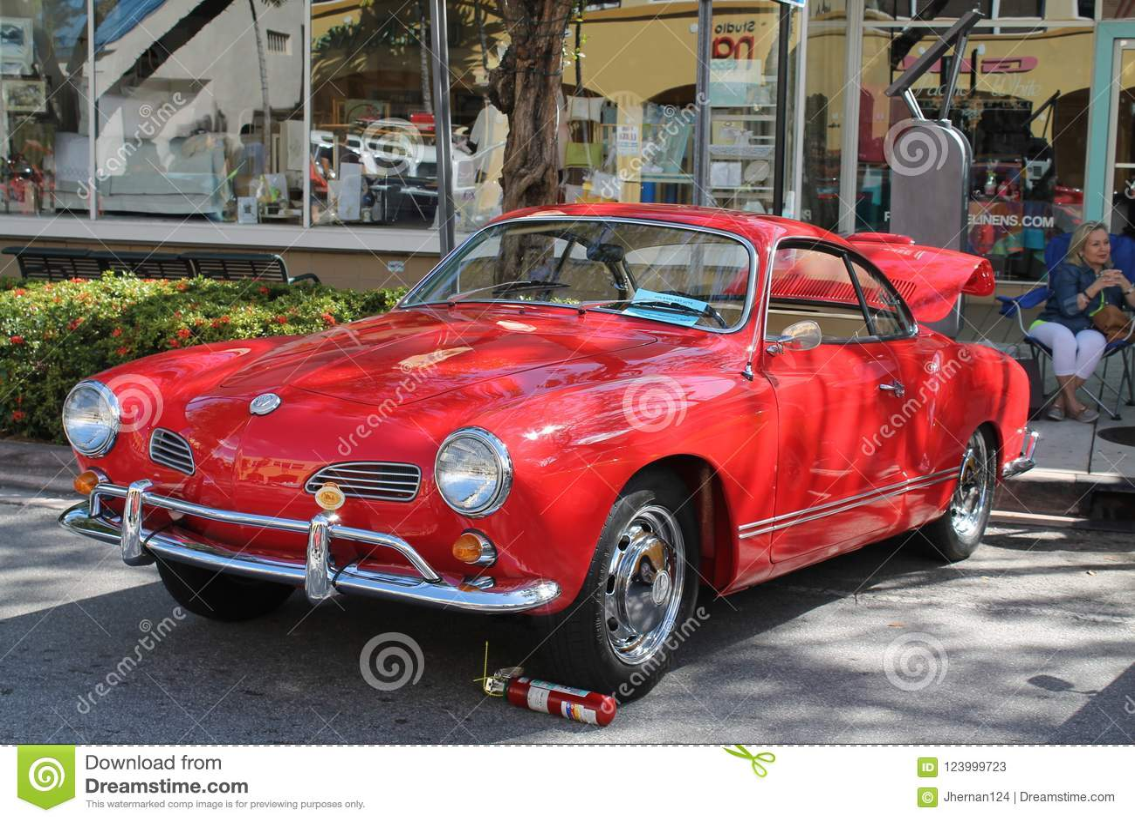 Volkswagen Karmann Ghia clásico