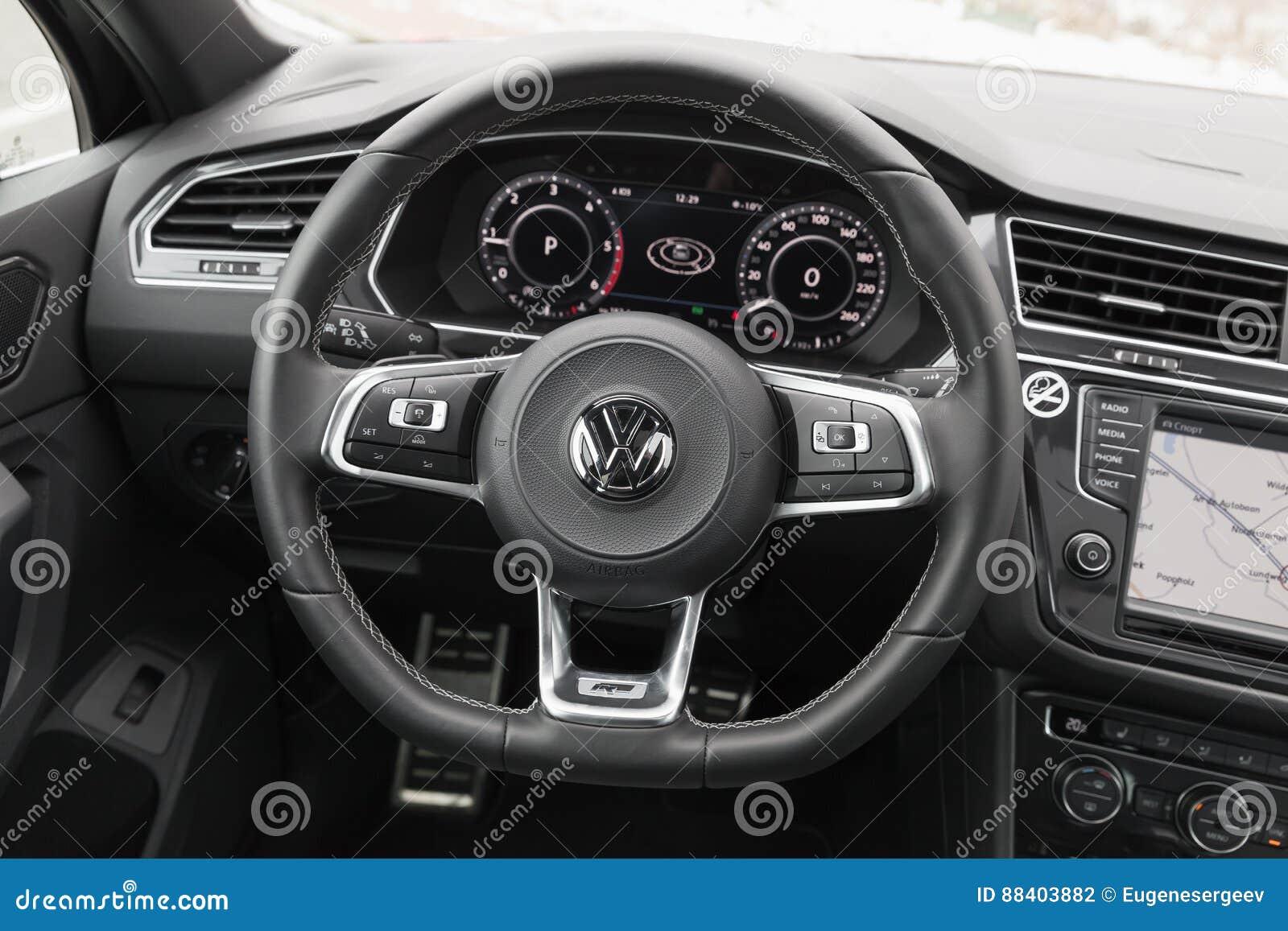 Volkswagen tiguan int rieur du r line 4x4 photographie for Interieur tiguan 2017