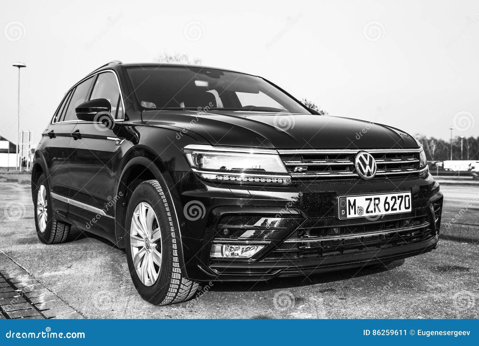 volkswagen tiguan 4x4 r line 2017 redaktionelles foto bild 86259611. Black Bedroom Furniture Sets. Home Design Ideas