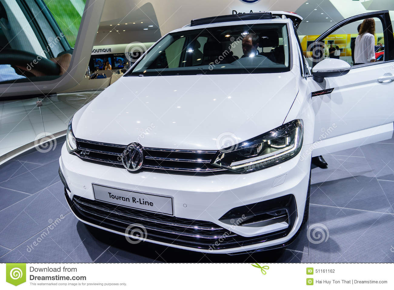 volkswagen touran r line motor show geneve 2015 editorial photography image 51161162. Black Bedroom Furniture Sets. Home Design Ideas