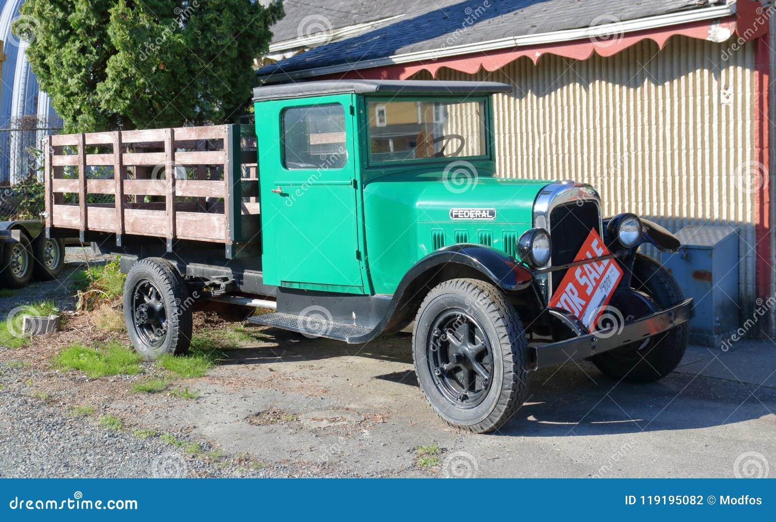 Voll- Ansicht antiken Chevrolet-Bundes-LKWs