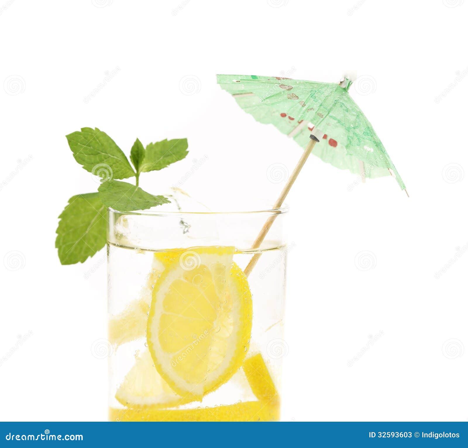 glas water met citroen