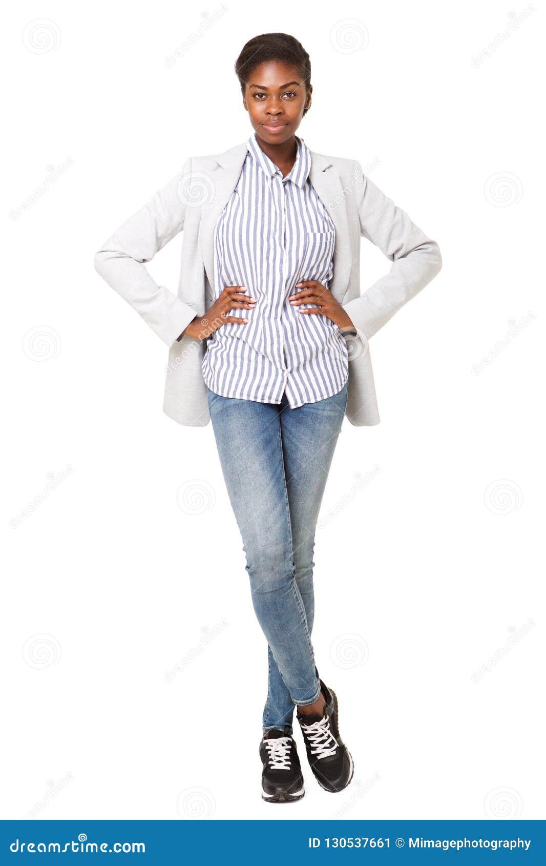 Volledig lichaams aantrekkelijk jong zwarte in blazer die zich tegen witte achtergrond bevinden