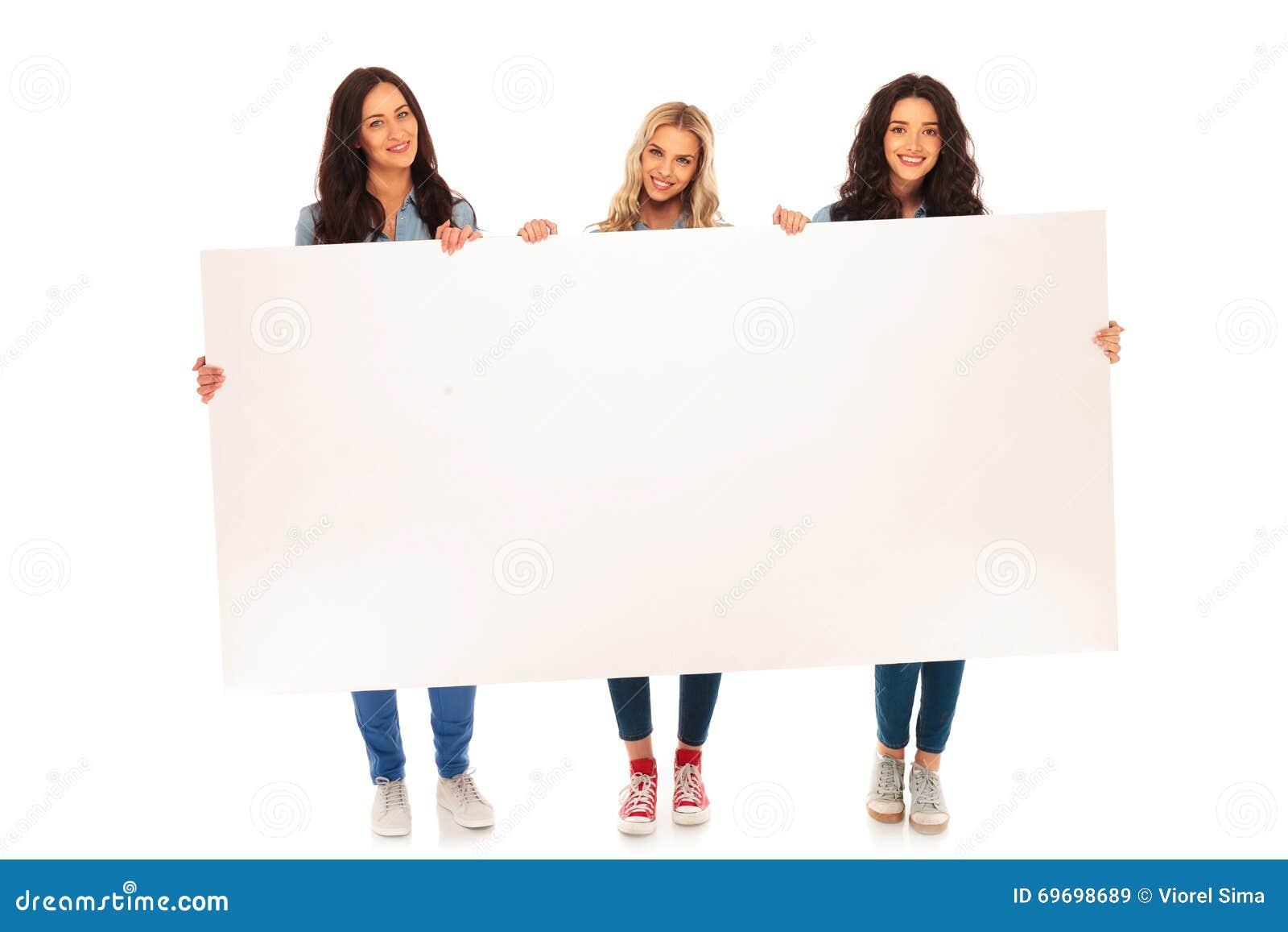 Volles Körperbild Von Drei Zufälligen Frauen, Die Große ...