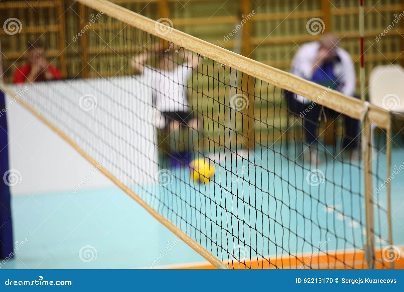 Volleyballspieler und Volleyballnetz