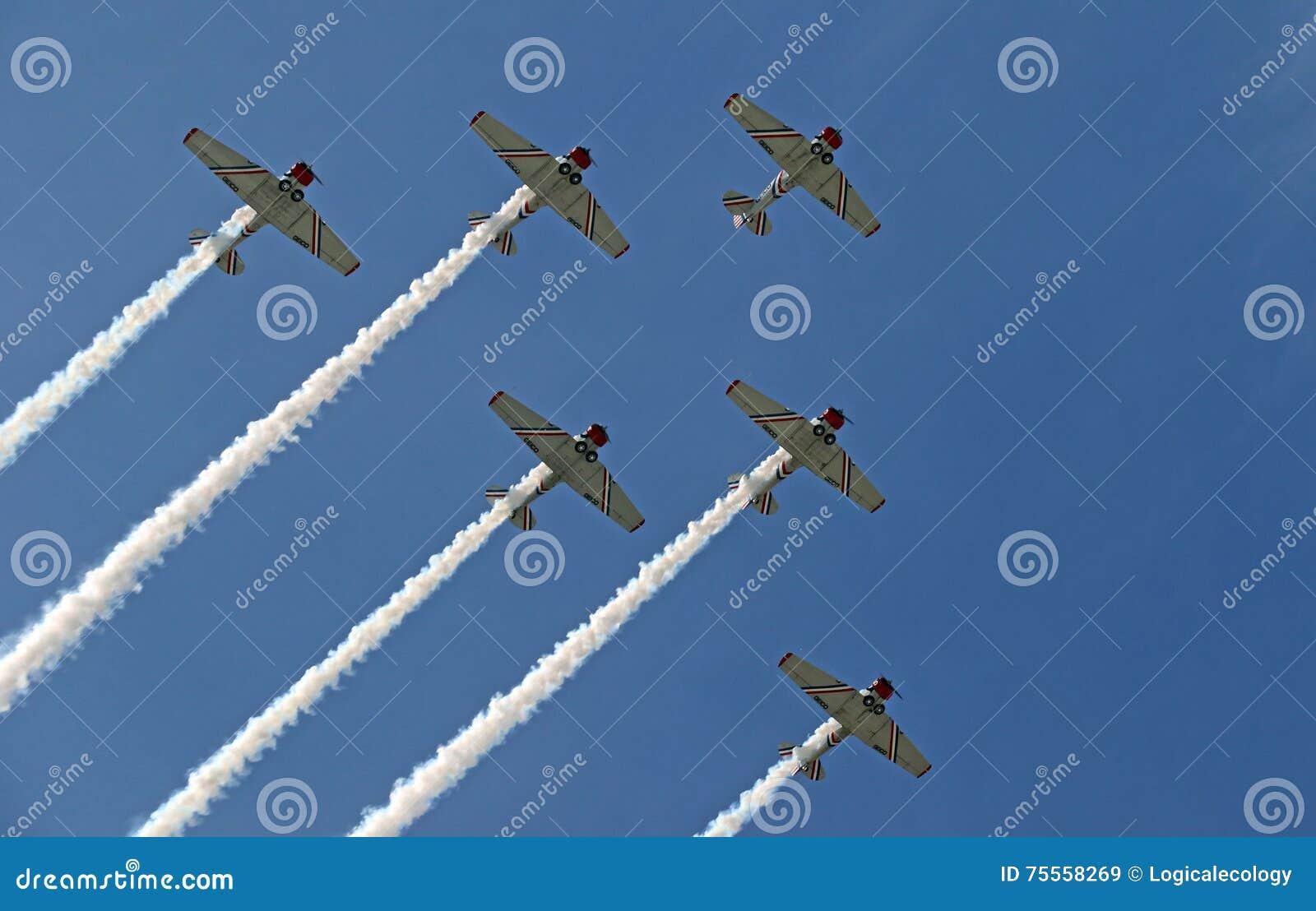 Volo di formazione al CEA AirVenture a Oshkosh