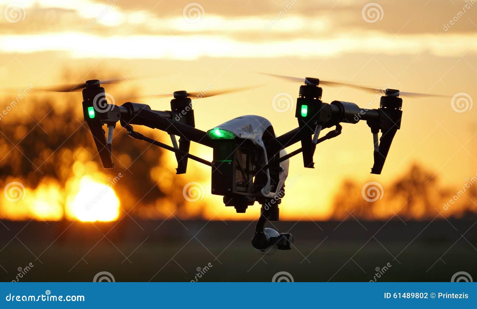 In volo - fuco della macchina fotografica di alta tecnologia (UAV)