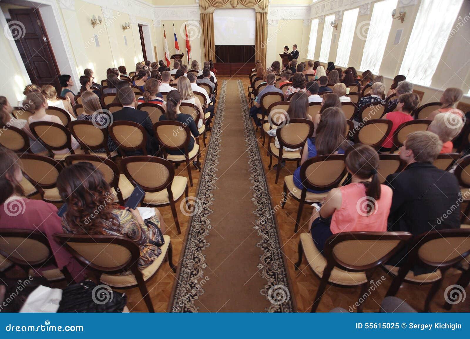 """Vologda RYSSLAND †""""JUNI 6: Lönande unga professionell i administrationen av Vologda JUNI 6, 2014"""