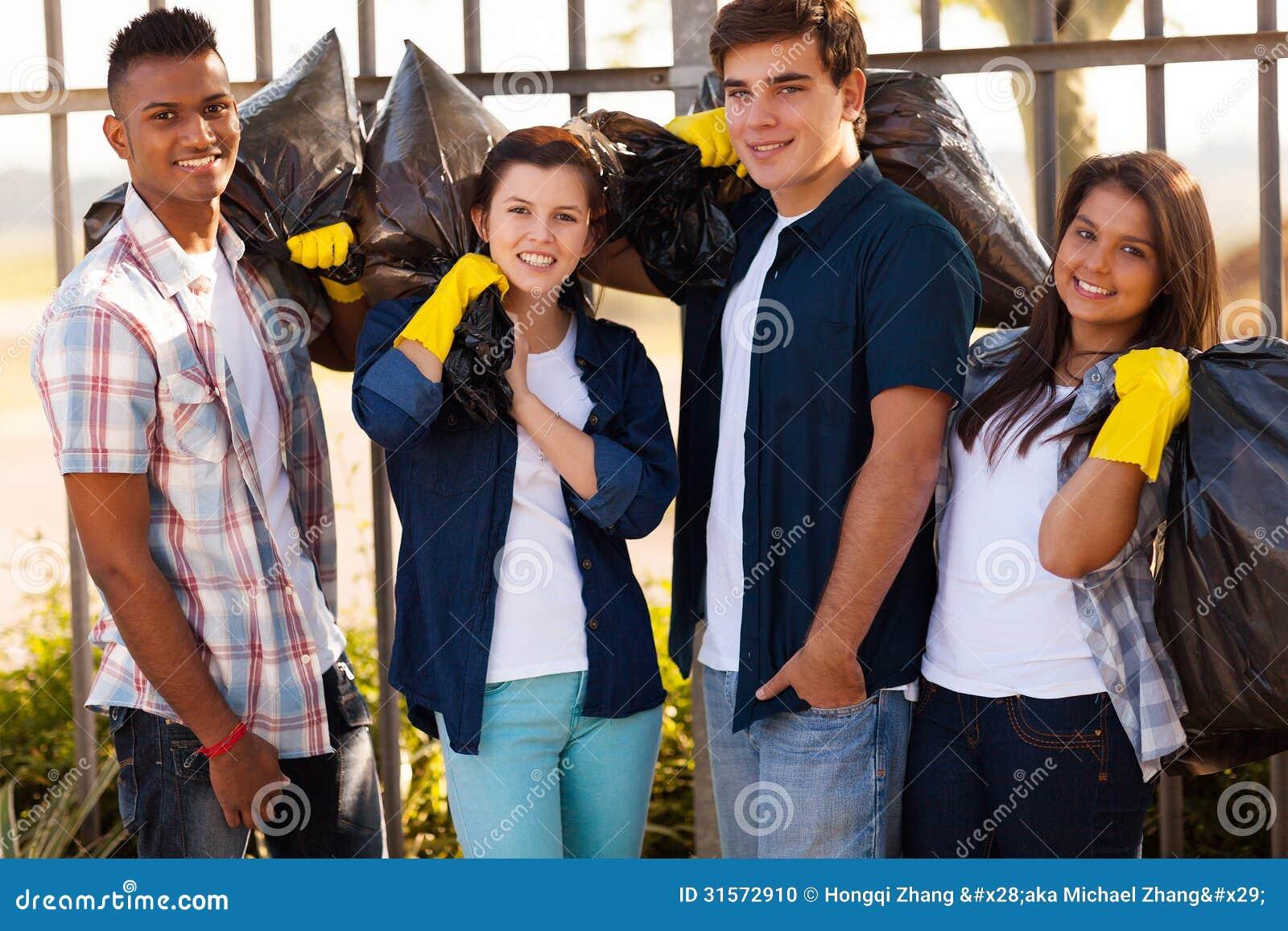Voluntários adolescentes do grupo