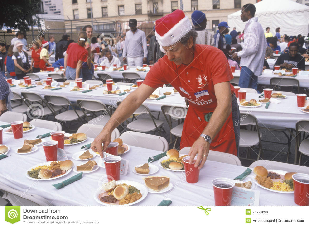 volunteer at christmas dinner for the homeless editorial photo   image