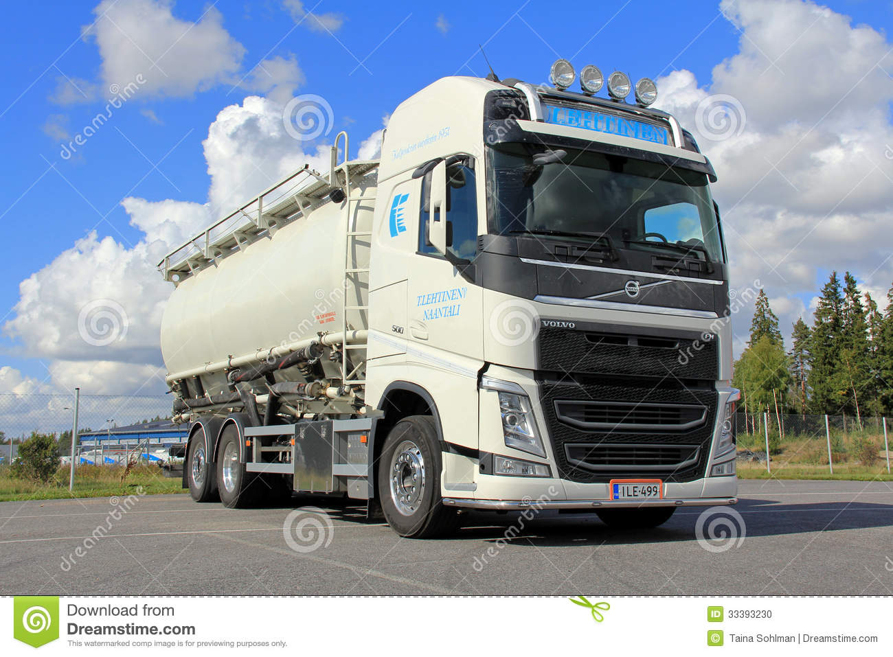 Volvo Tank Truck For Food Transport Editorial Image - Image: 33393230