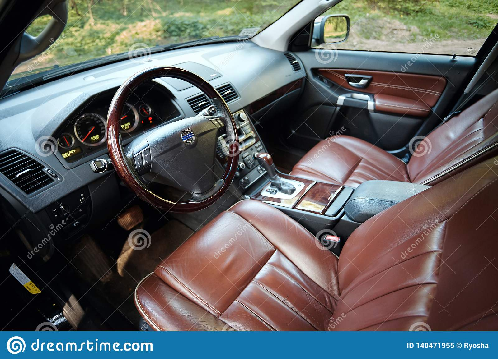 Volvo Xc90 4 4 V8 1st Generation Restyling 4wd Suv Premium Car Interior Brown Leather With Forest View From Driver Side Editorial Image Image Of Restyling Handle 140471955