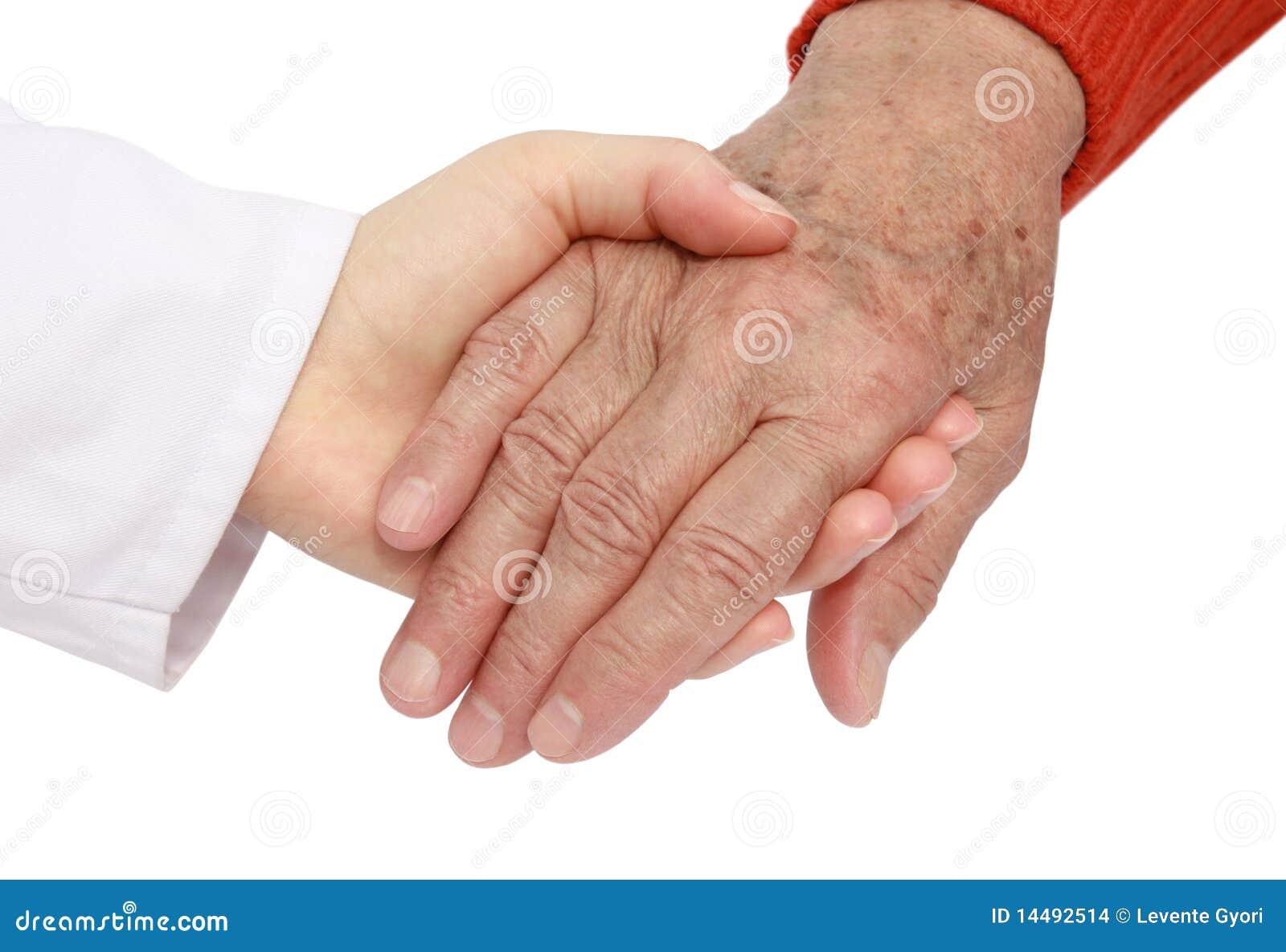 Volwassen helpende oudste in het ziekenhuis