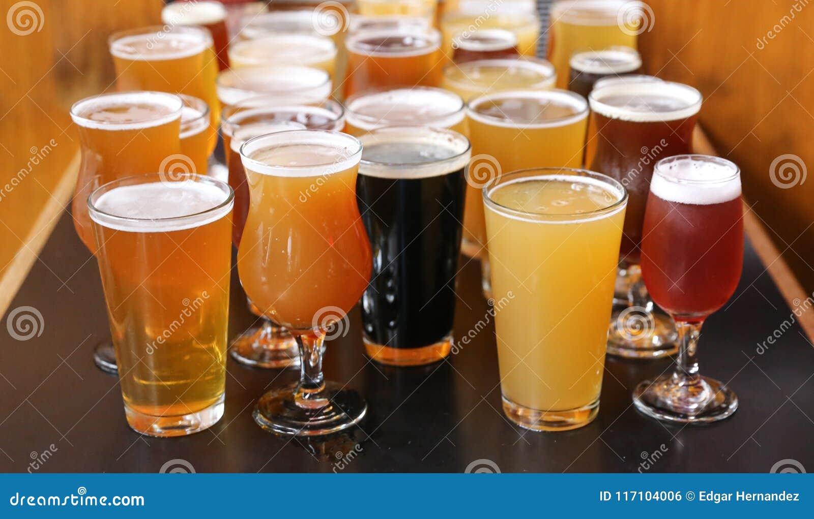 Voo do gosto da cerveja do ofício