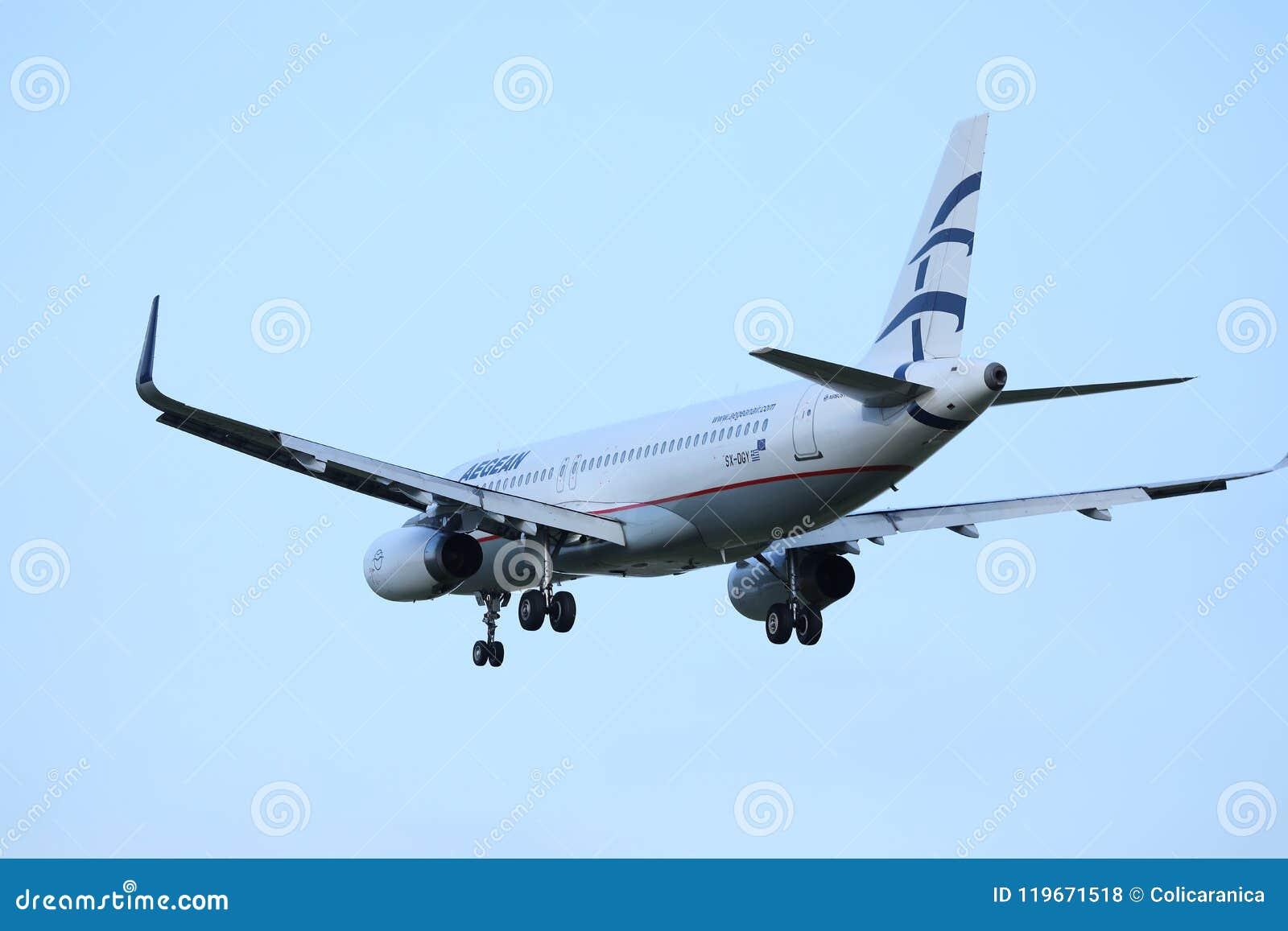 Voo plano das linhas aéreas egeias aos destinos do feriado