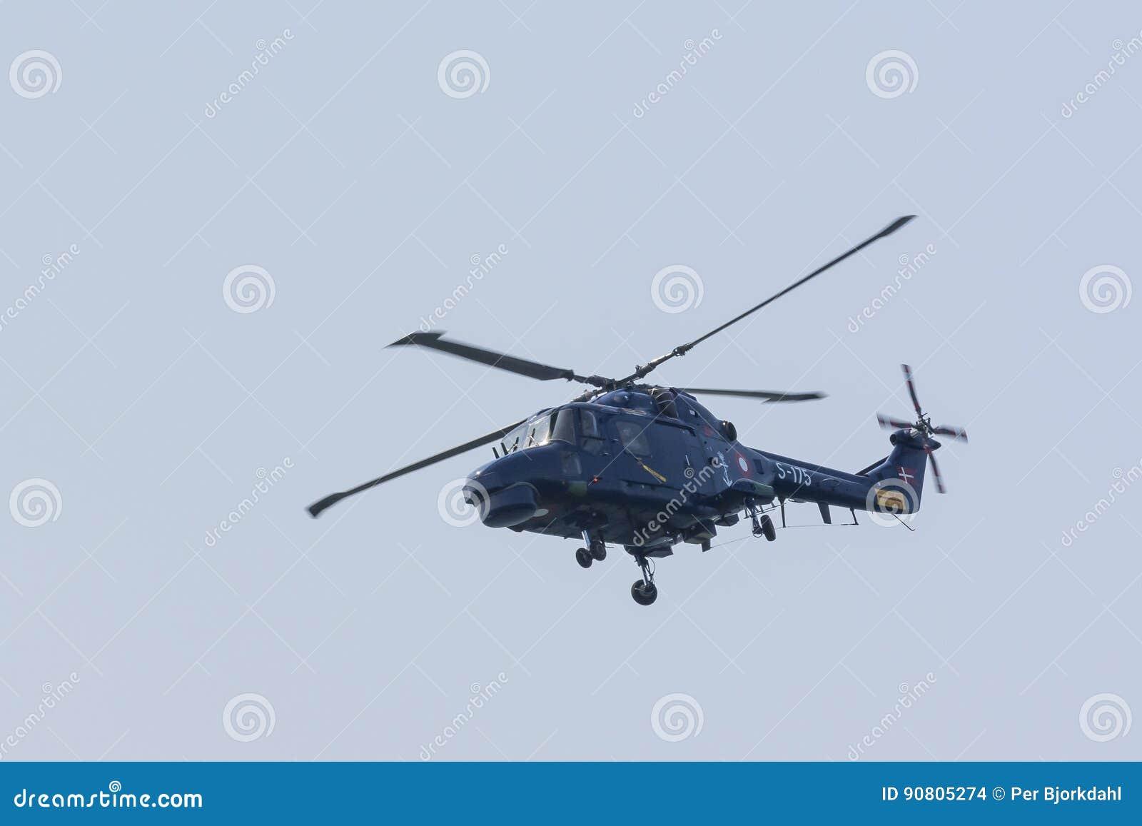 Voo real do helicóptero do lince da marinha dinamarquesa