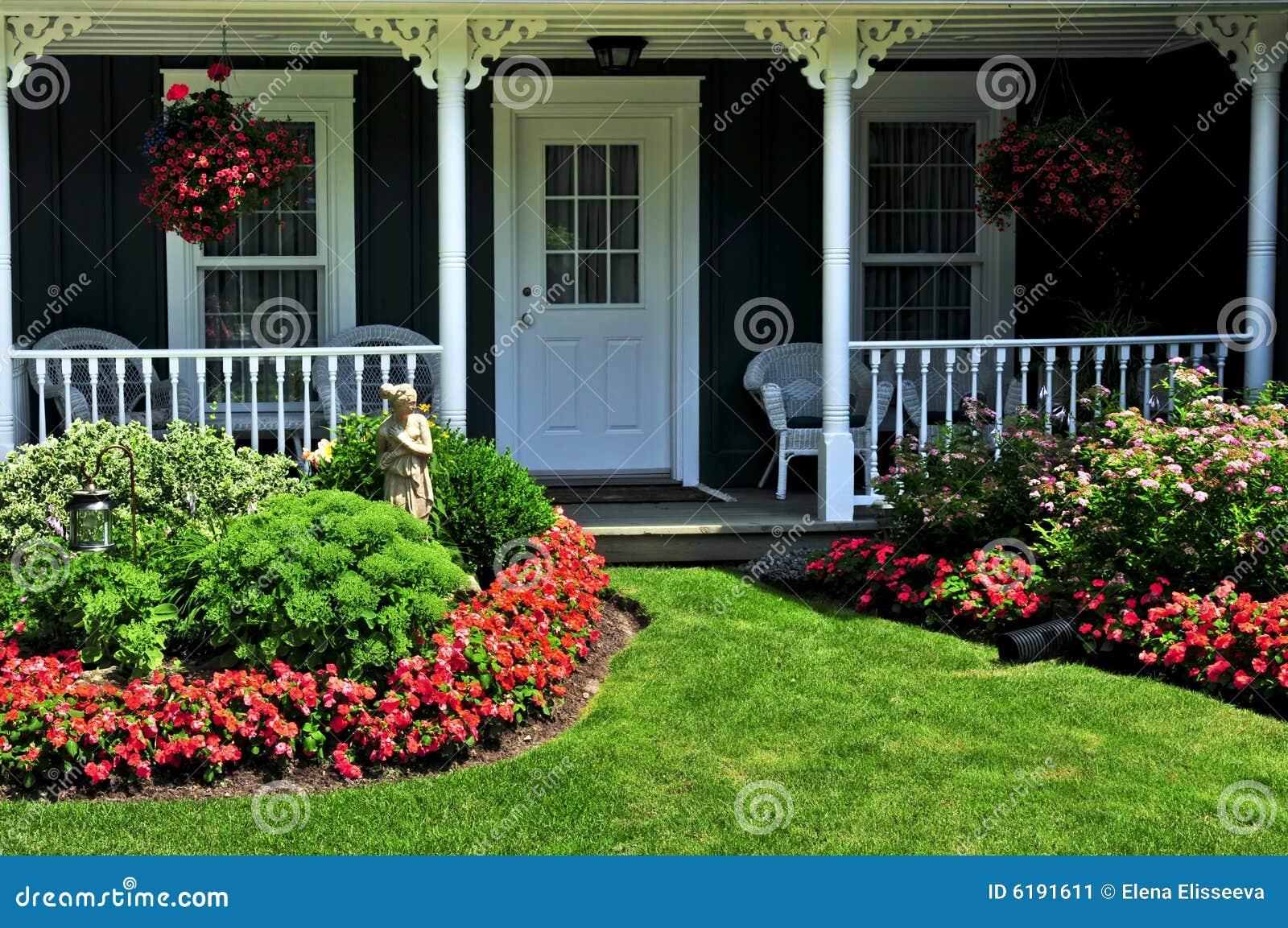 Voor werf van een huis