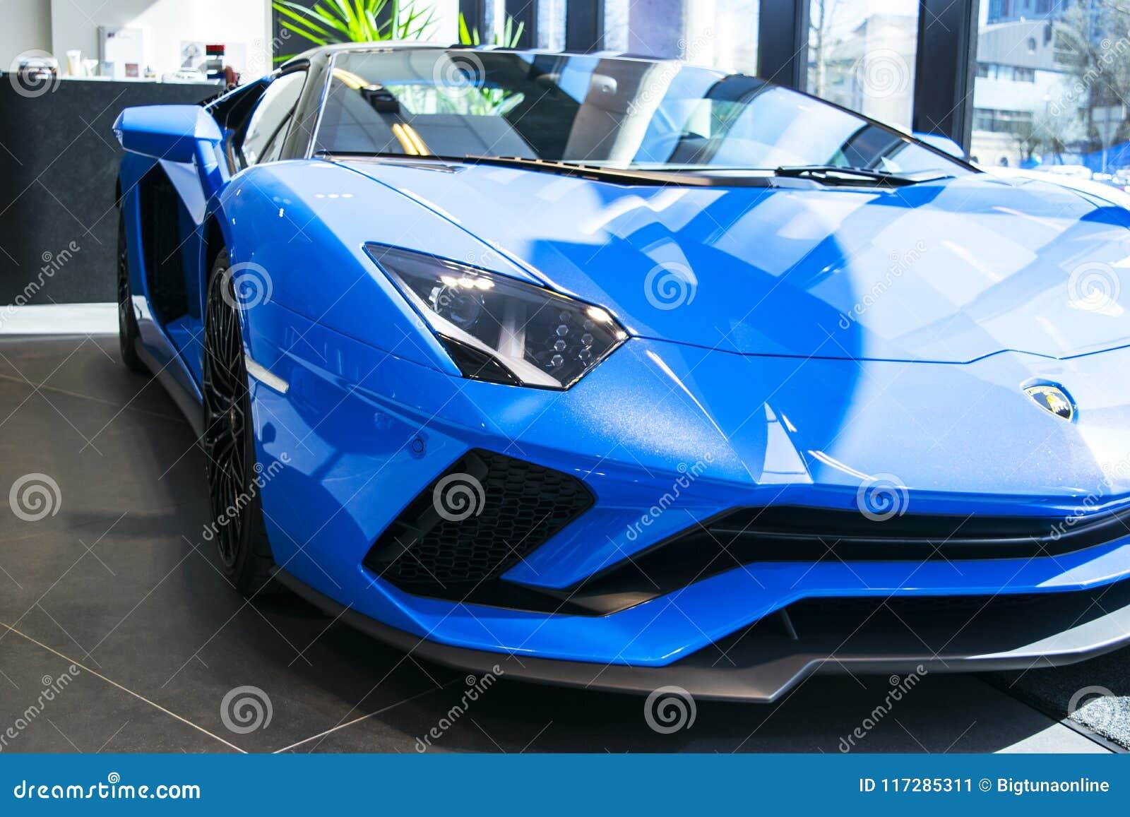 Vooraanzicht van een nieuwe coupé van Lamborghini Aventador S koplamp Auto het detailleren Auto buitendetails