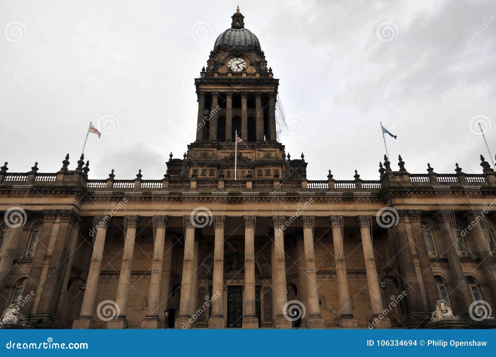Vooraanzicht van het historische stadhuis van Leeds in West-Yorkshire