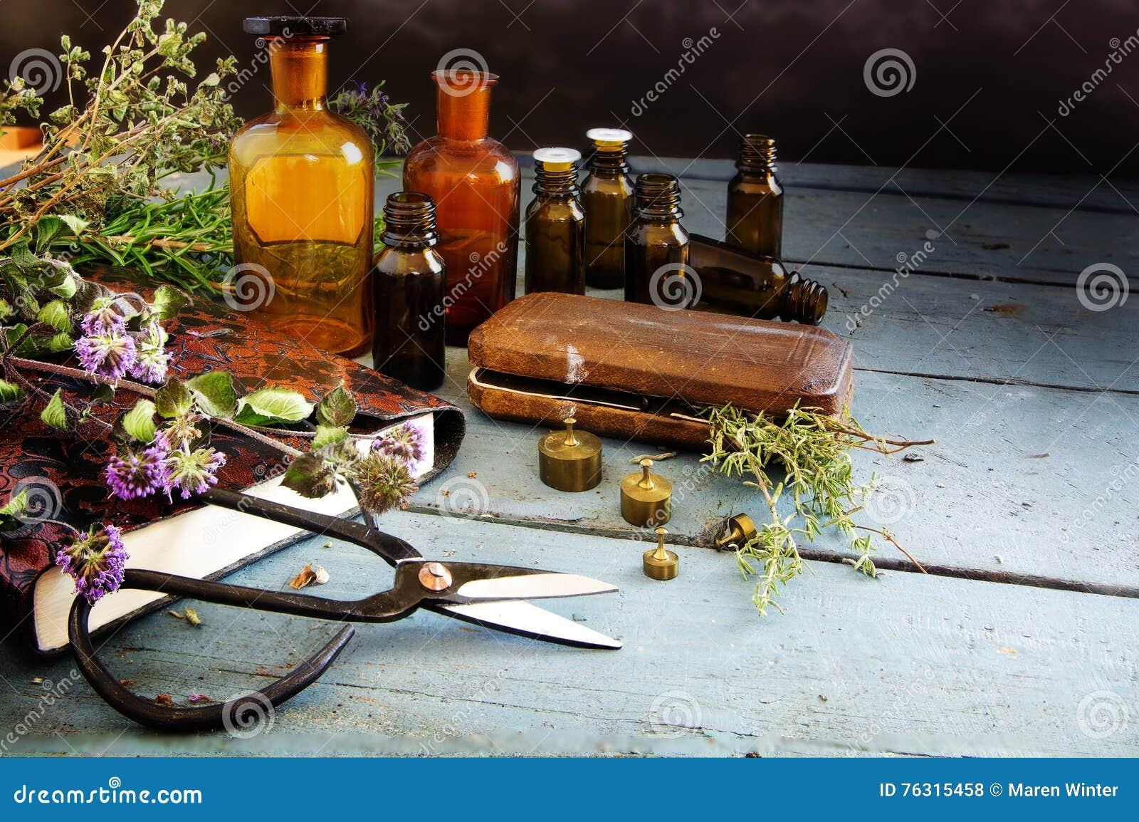 Voorbereidend natuurlijke geneeskunde, helend kruiden, schaar en apotheca