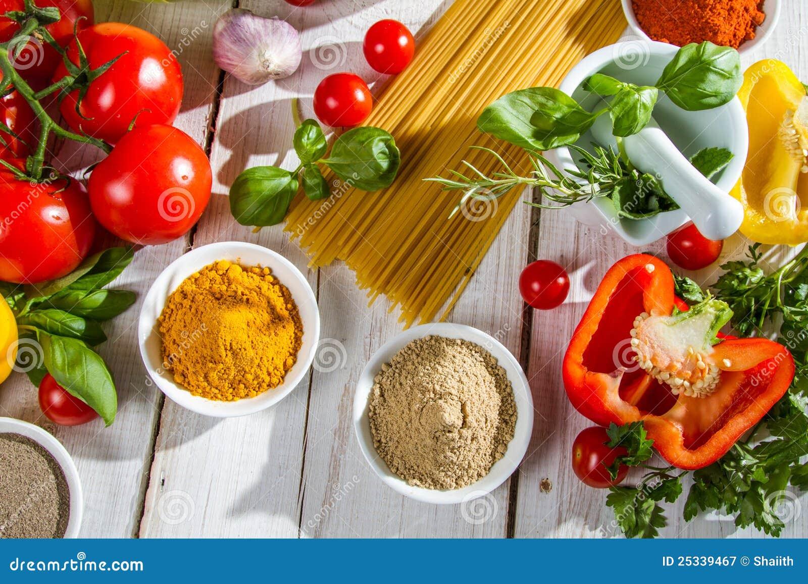 Voorbereiding voor het koken van spaghetti royalty vrije stock fotografie afbeelding 25339467 - Koken afbeelding ...