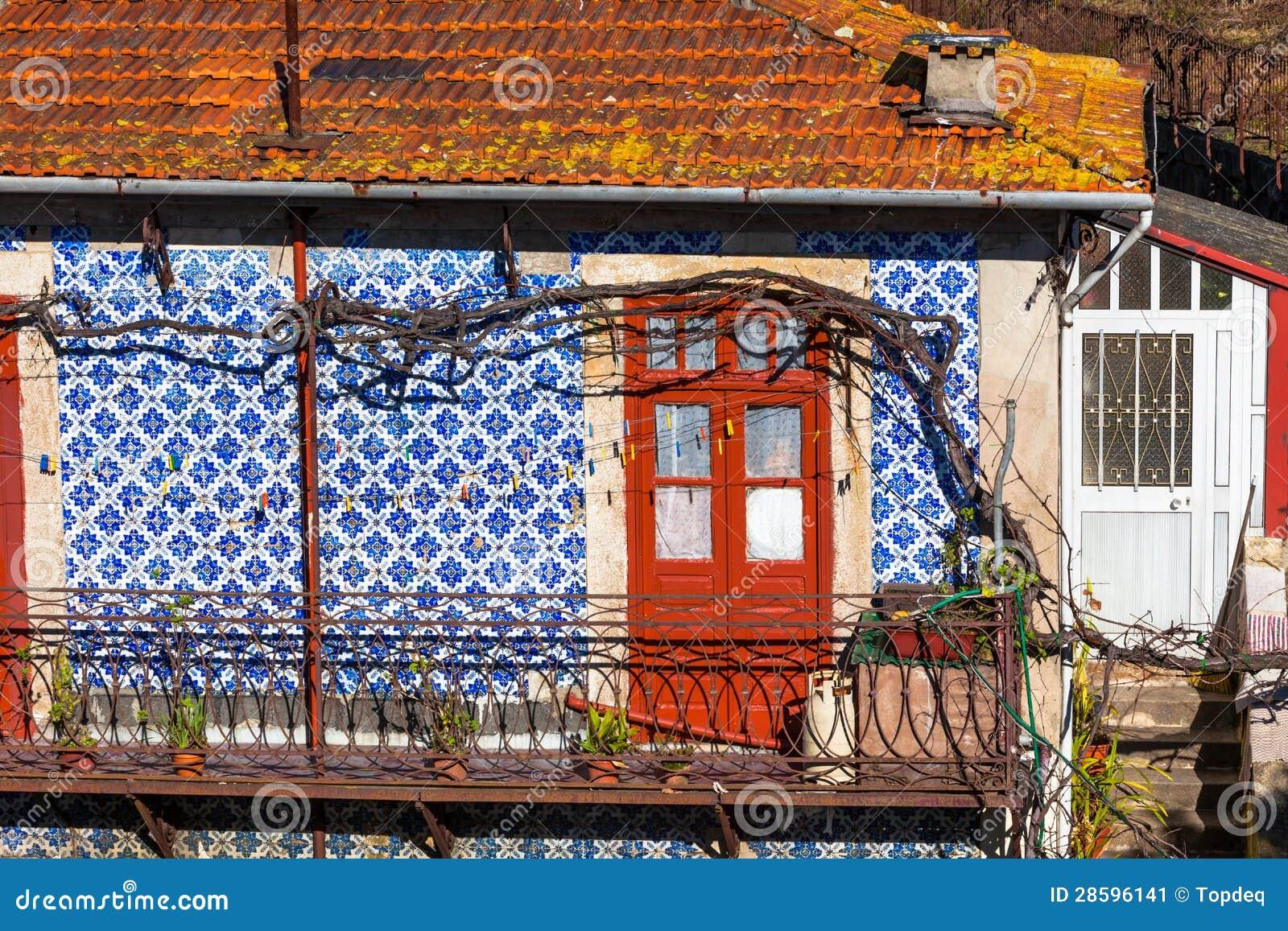 Voordeur en muur azulejo van oud huis in porto stock afbeelding afbeelding 28596141 - Oud huis ...