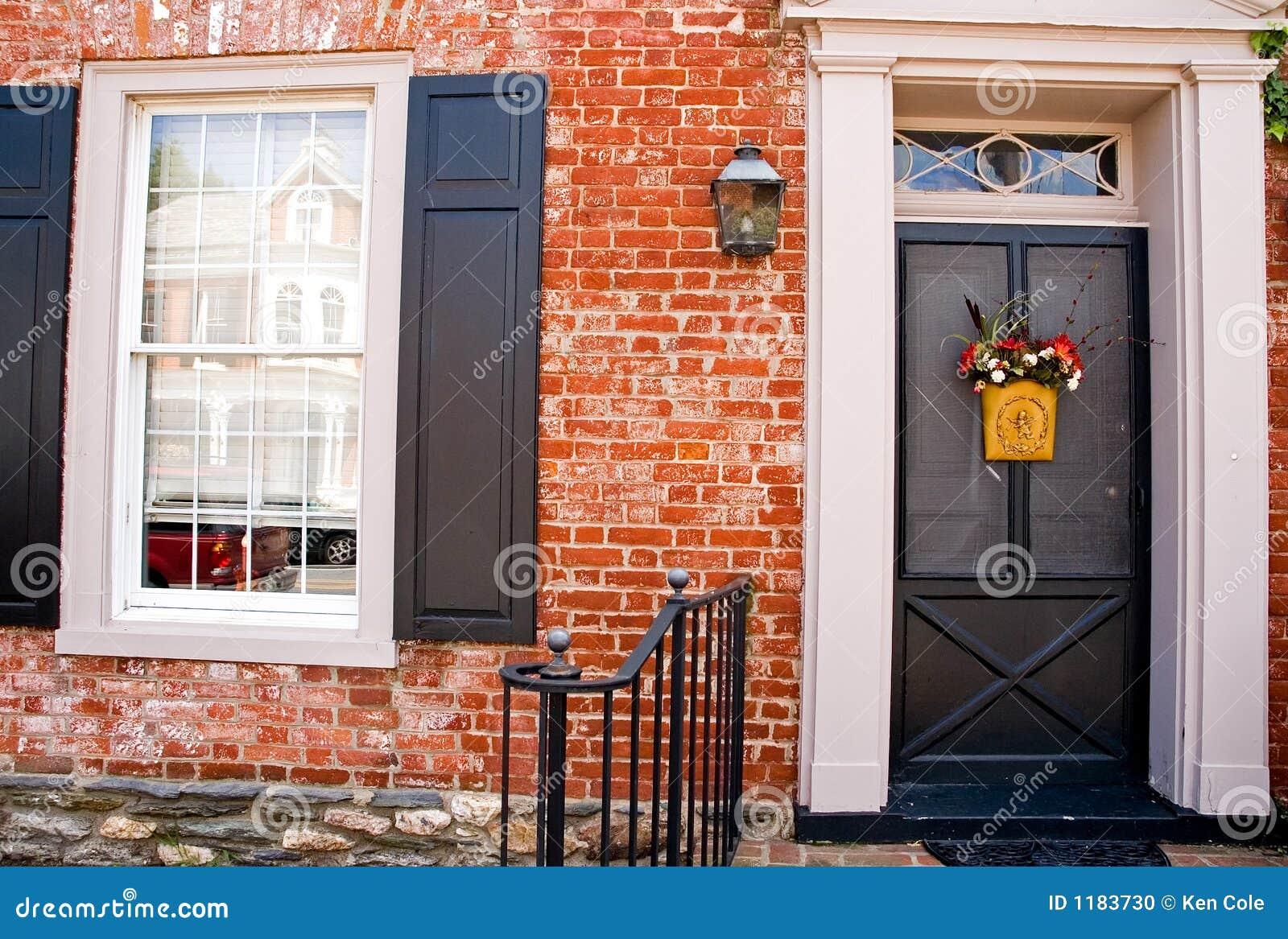 Voordeur van het huis van de baksteen stock foto afbeelding 1183730 - Huis van de cabriolet ...