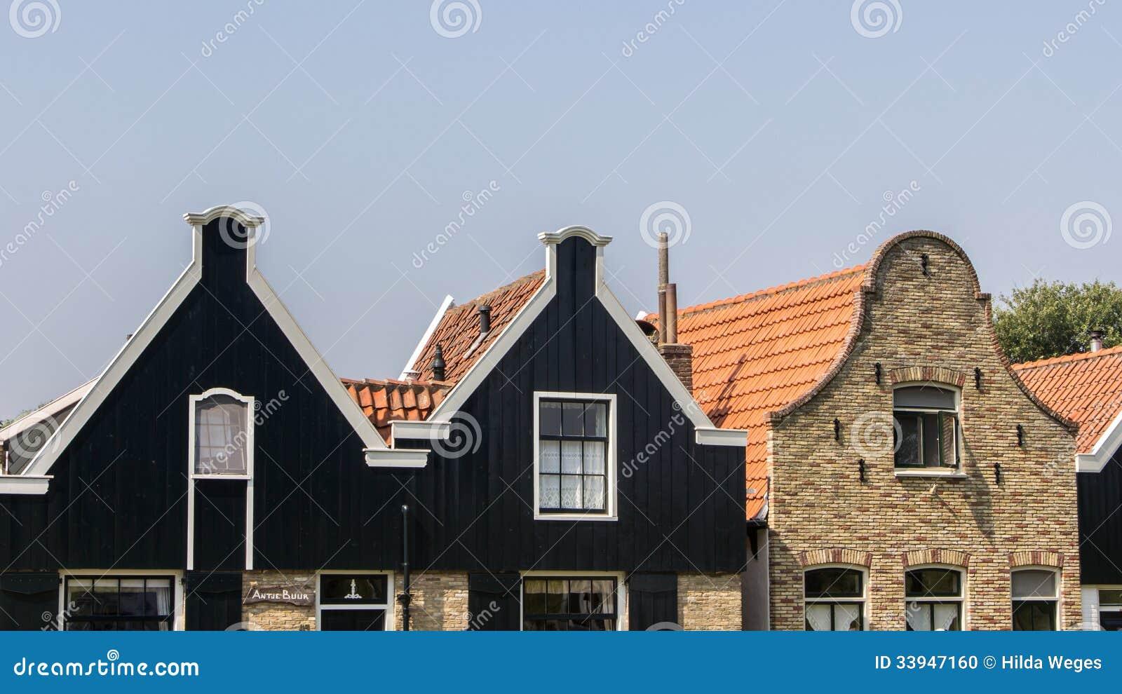 Voorgevel van een oude Nederlandse straat