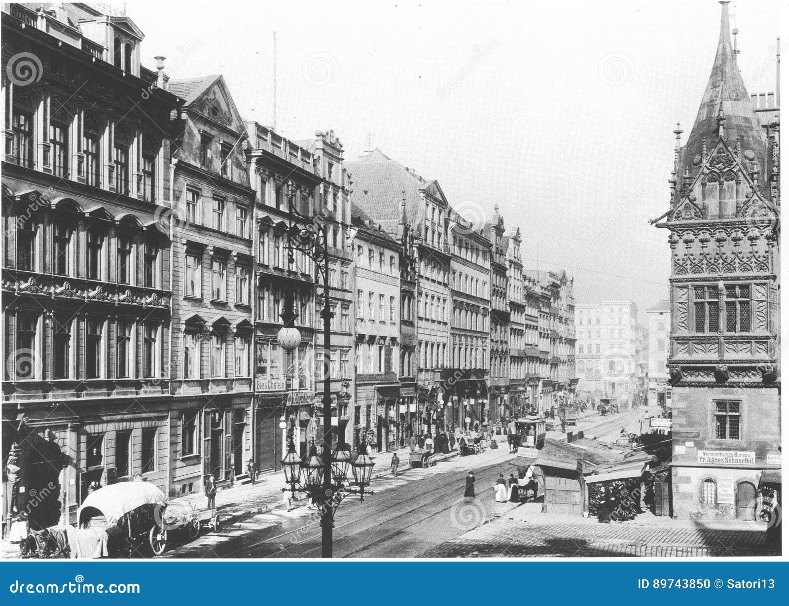 https://thumbs.dreamstime.com/z/voorgevels-van-oude-historische-woningen-op-rynek-marktvierkant-wroclaw-breslau-polen-89743850.jpg