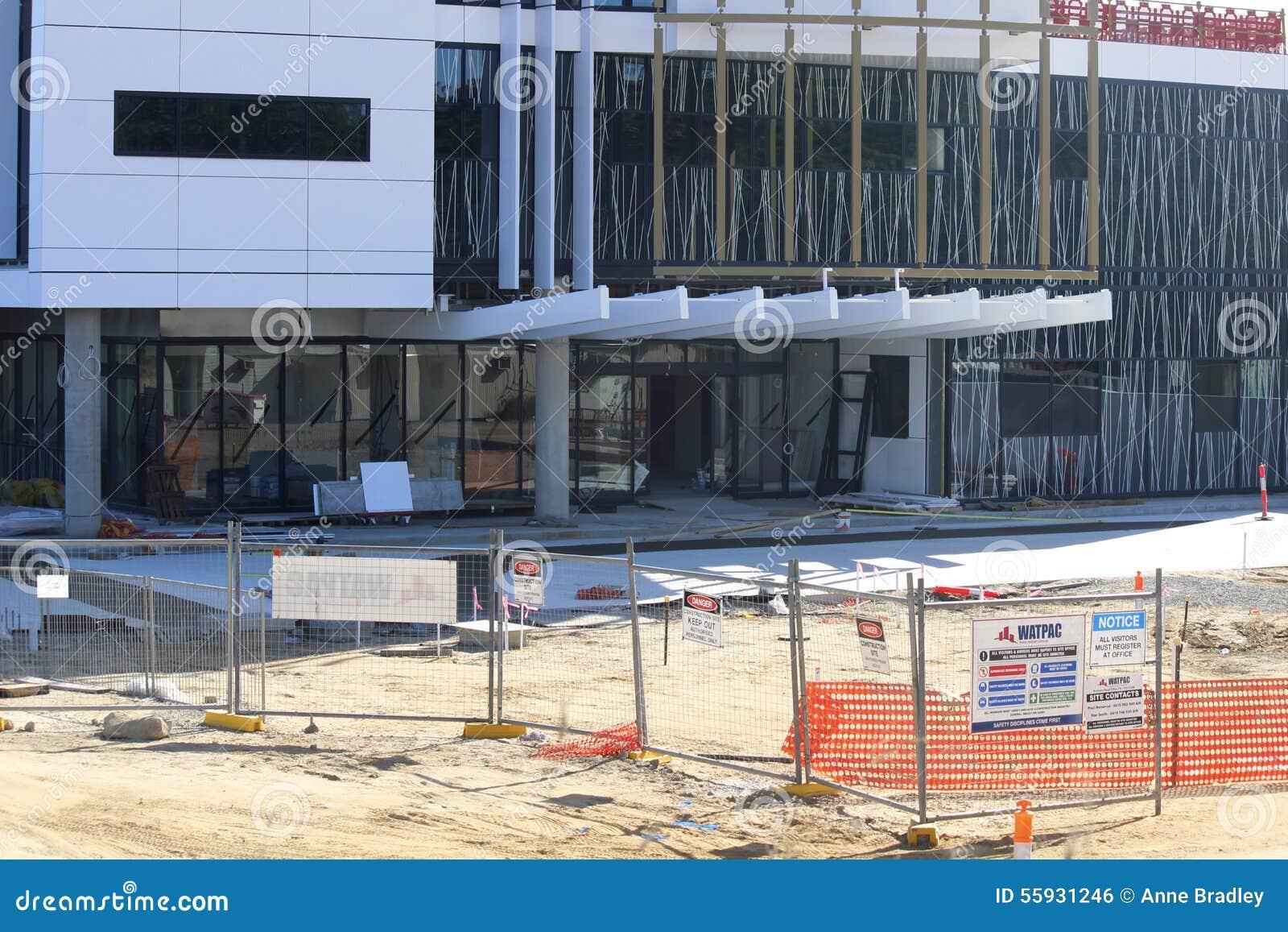 Vooringang van in aanbouw de bouw