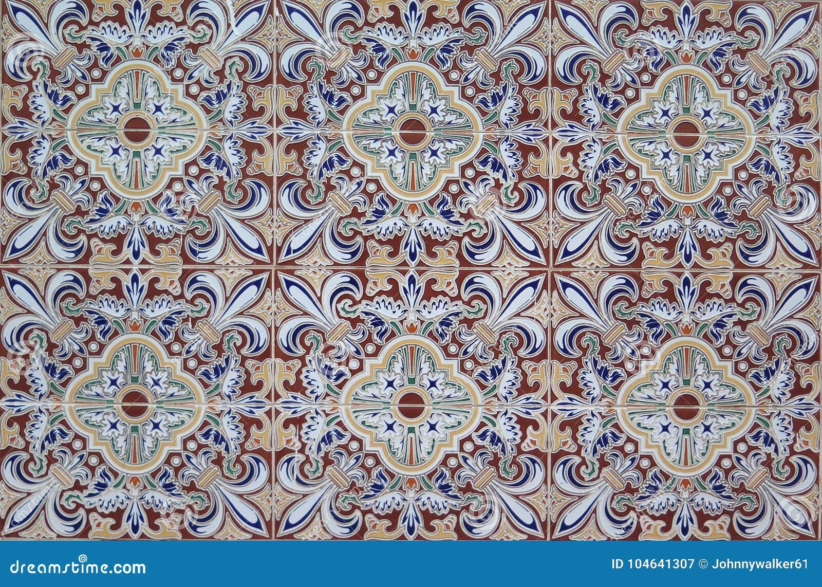 Download Voormuurtegels In $c-andalusisch Dorp Stock Afbeelding - Afbeelding bestaande uit handcraft, architectuur: 104641307