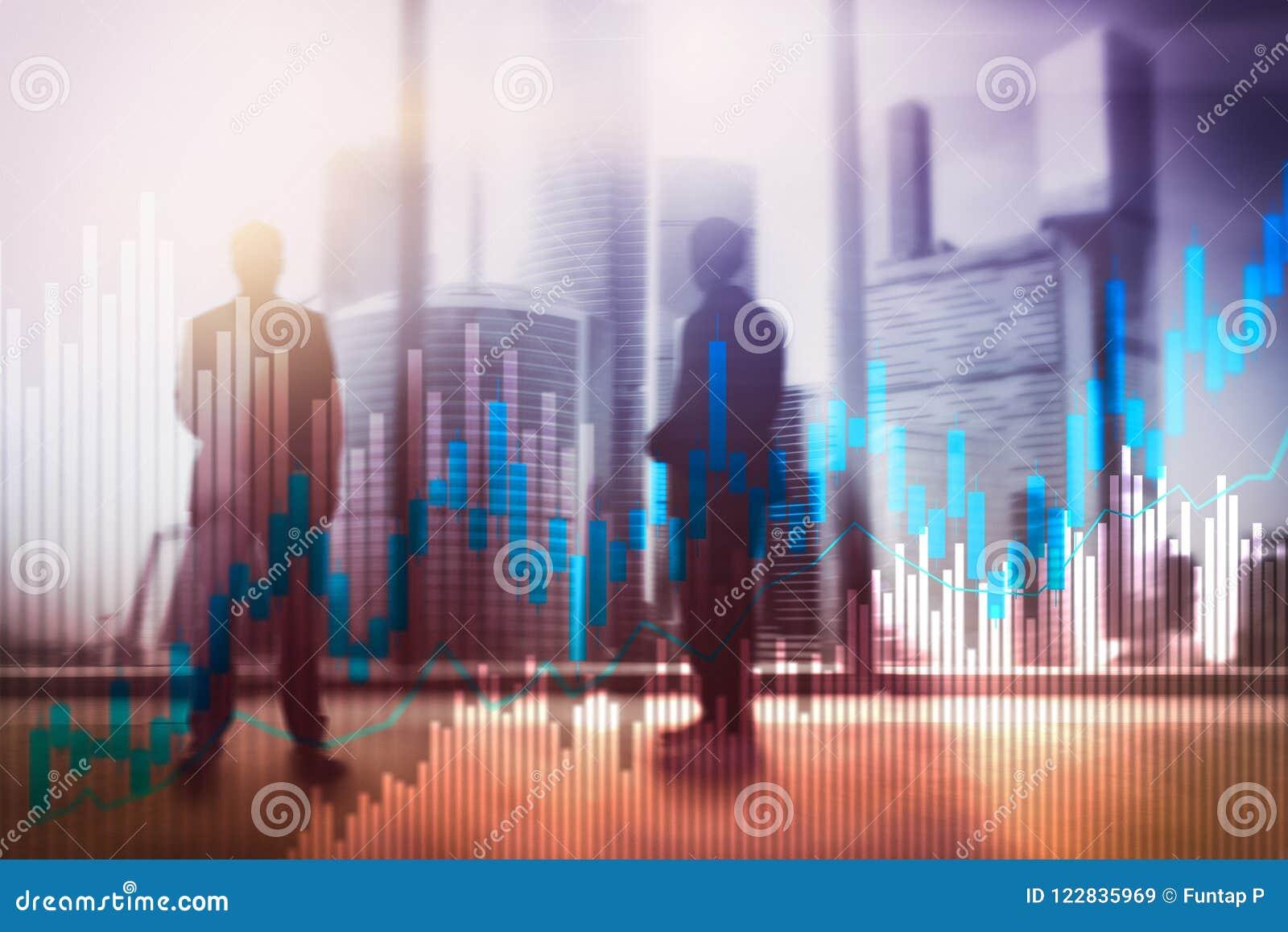 Voorraad de grafiek en de diagrammen van de handelkandelaar op de vage achtergrond van het bureaucentrum
