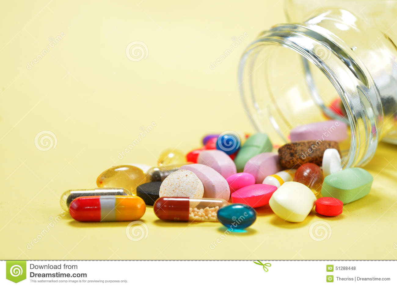 Voorschriftpillen en de Drugs die van het Geneeskundemedicijn uit een fles morsen