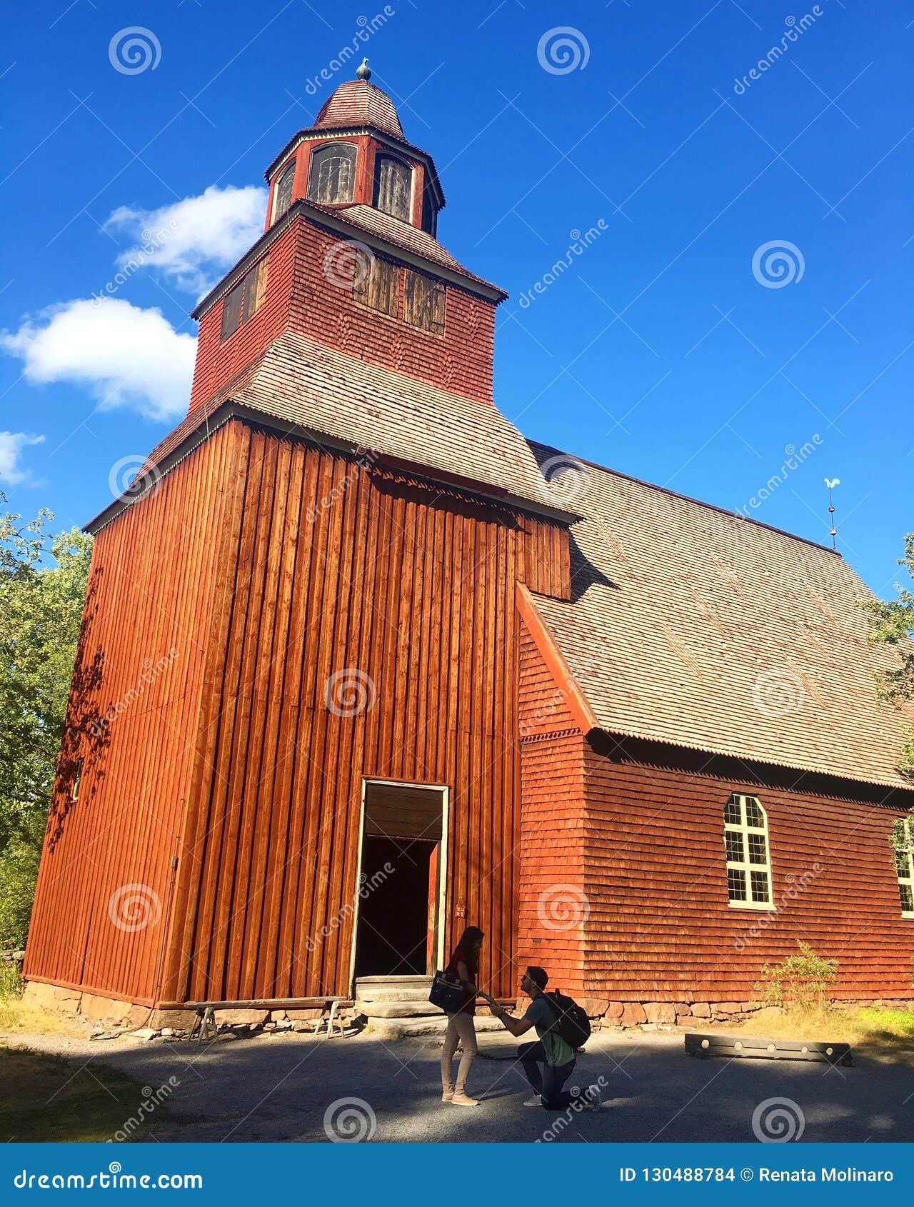 Voorstel bij een houten kerk in Stockholm, Zweden