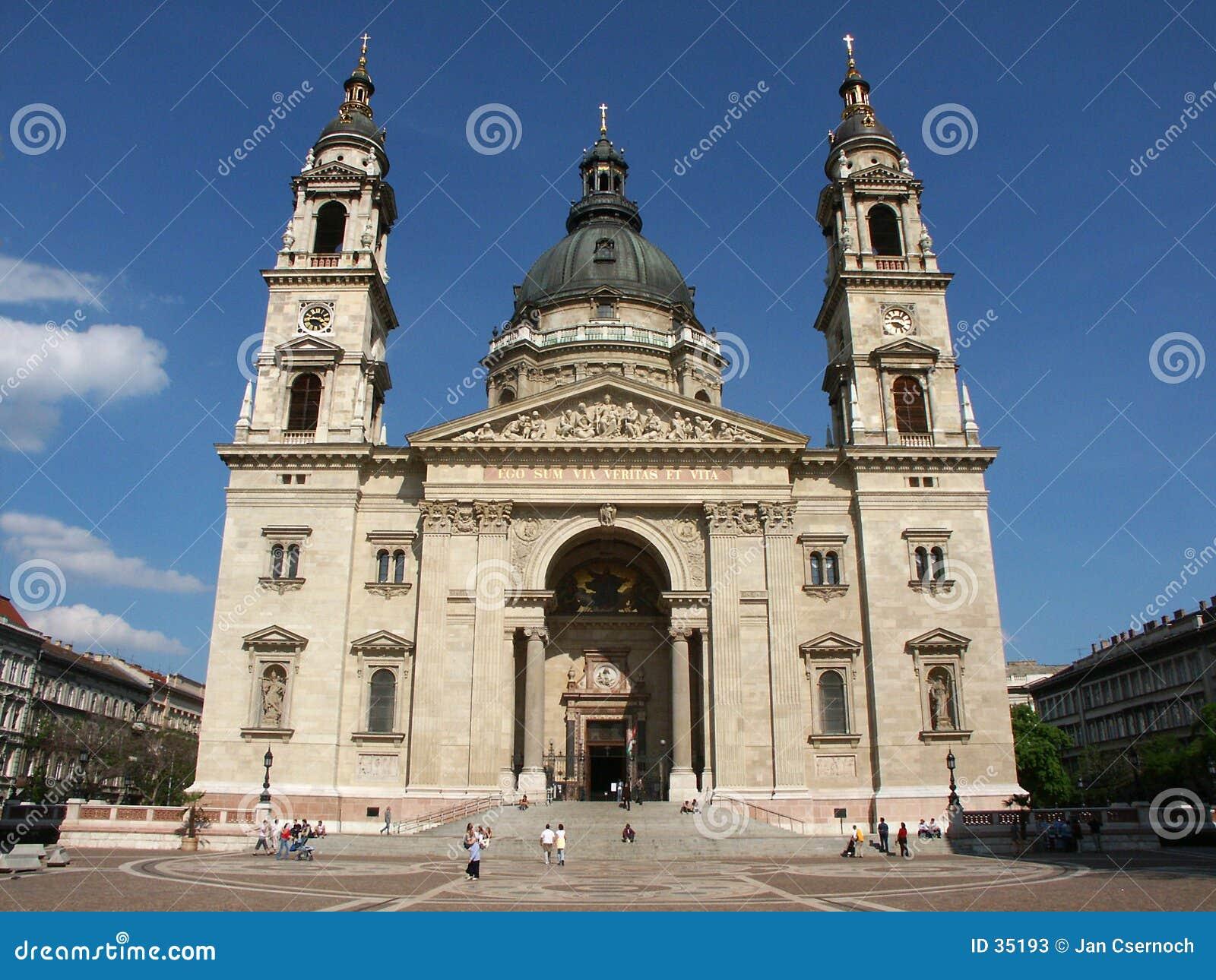 Voorzijde van de Basiliek van Heilige Steven