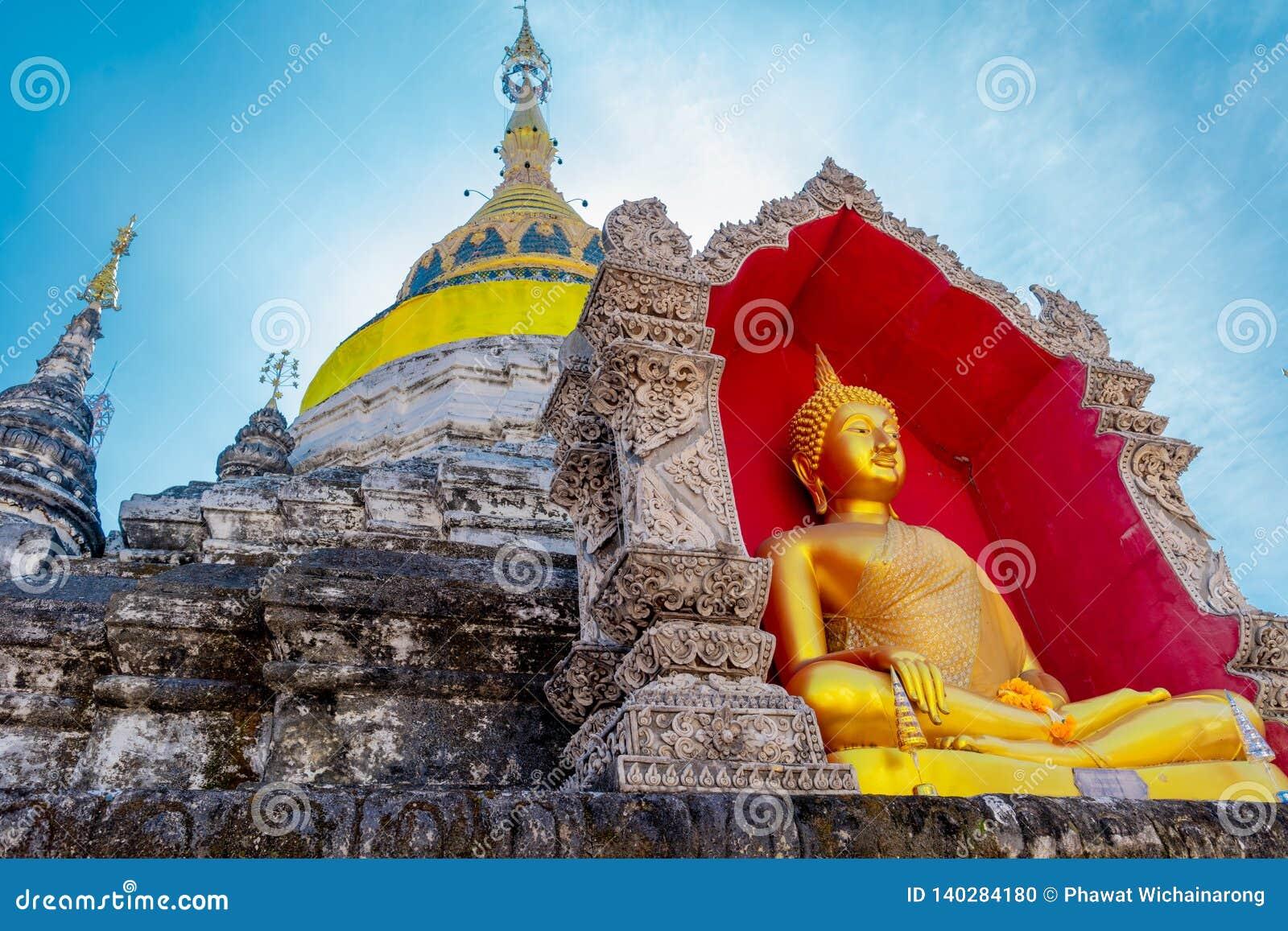 Vor ein alter Tempel errichtete 500 Jastimmen ist sehr berühmt unter Touristen