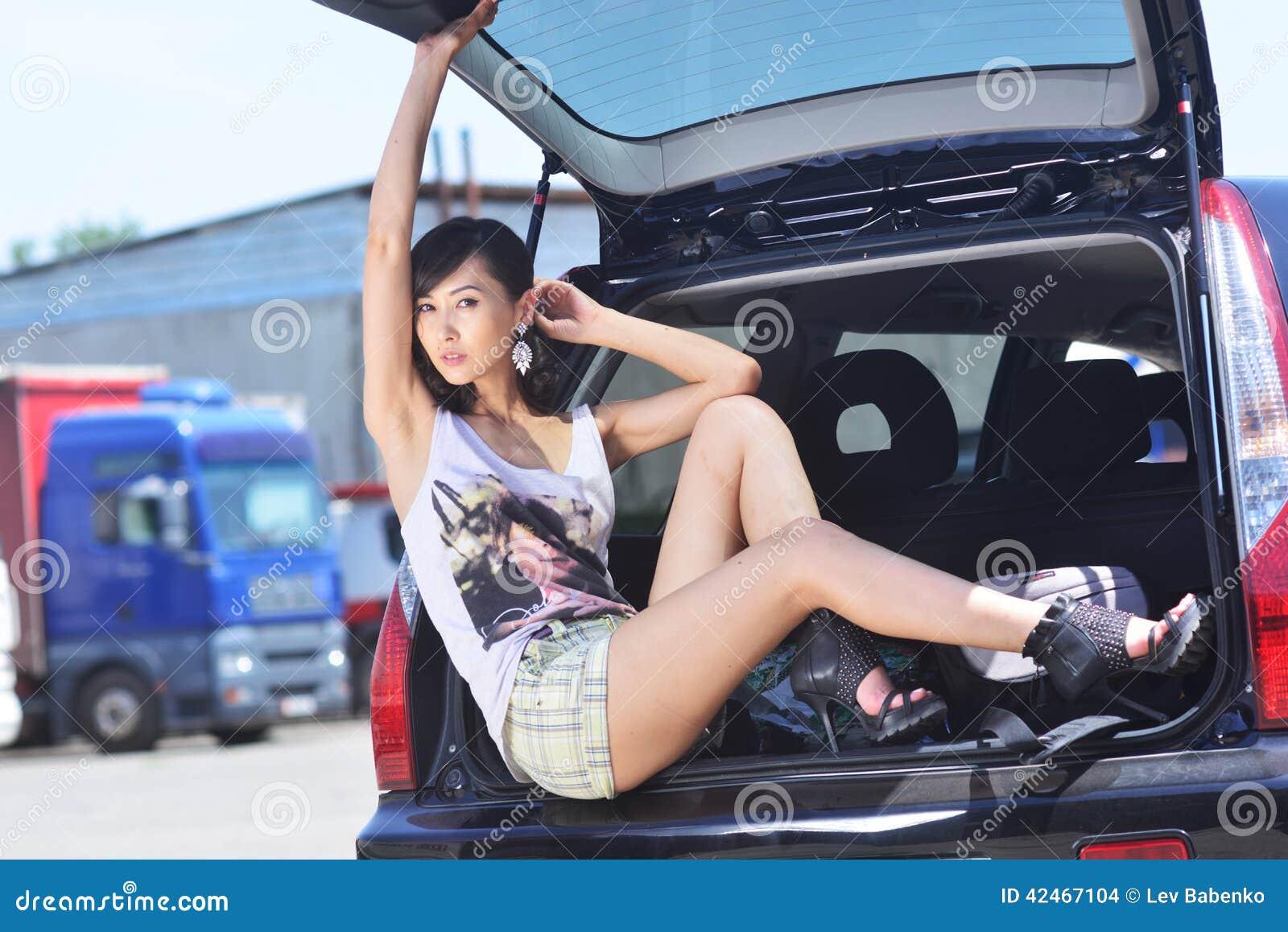 Vorbildliche Aufstellung im Stamm eines Autos
