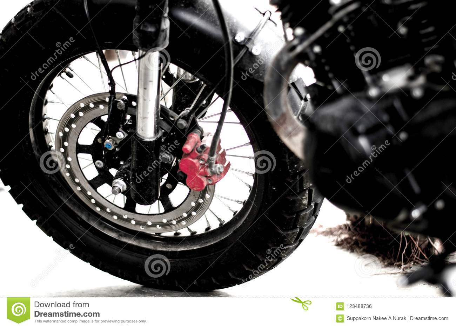 Vorderrad mit Bremse des Motorrades