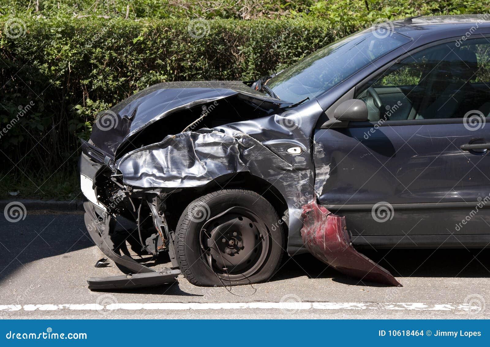Vorderseite-Autounfall stockfoto. Bild von haube, gefahr - 10618464
